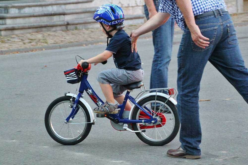 how to teach a child to ride a bike without training wheels